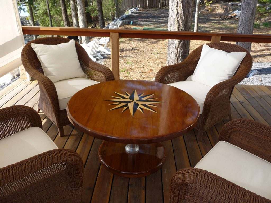 Solid teak dining table with pneumatic pedestal